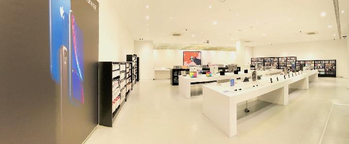 製品同様Appleデザインの店内
