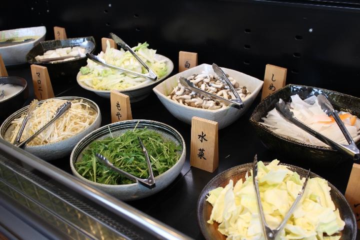 新鮮野菜のビュッフェ