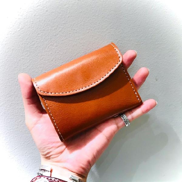 コンパクトなお財布入荷致しました!