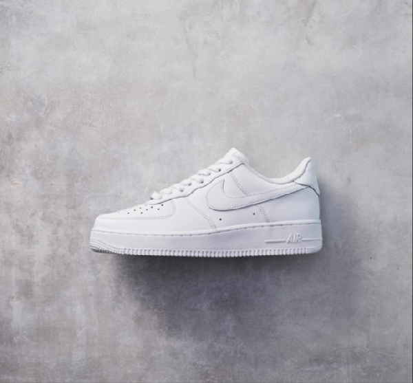 NIKE AIR FORCE1 今なら配送可能!!
