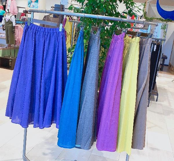 今年も入荷しました‼︎大人気スカートが6色で登場‼︎